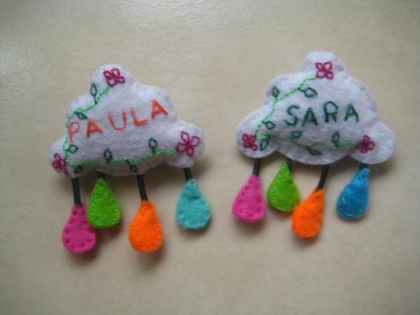 Nubes con lluvia, enredaderas y bonitas flores, con tu nombre bordado, 3,5€